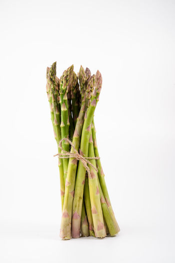 bundle of green asparagus on white background   food photography Food And Drink White Background Studio Shot Food Freshness Green Color Indoors  Still Life Vegetable Healthy Eating Asparagus Bundle Copy Space Close-up Cut Out Raw Food No People Green Asparagus Food Photography Foodphotography Nikonphotographer Bunch