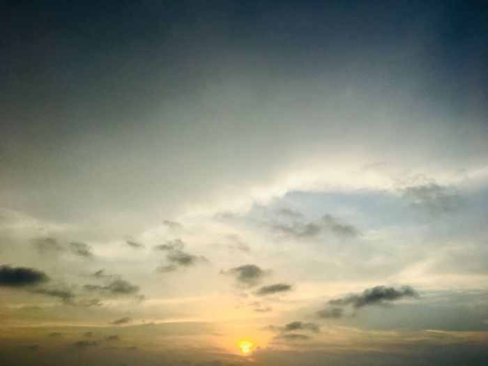 Beautiful end to a beautiful day Sky Cloud - Sky Sunset Beauty In Nature Scenics - Nature Tranquility Tranquil Scene Nature No People Idyllic Orange Color Sunlight Cloudscape Dramatic Sky Outdoors Sun Environment Dusk Majestic Sunbeam