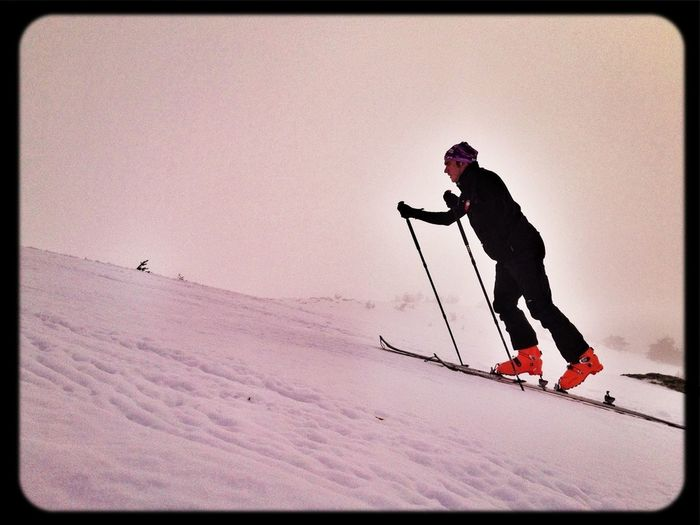 Apurando La Temporada  #esquídemontaña #skimountaineering #skimo #mountain #sunrise #amanecer #cotos #peñalara #gasss #training #ilovemountain #beforework #dynafit #happy #feliz #welovemountain