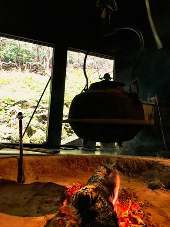 薪を焚べているので、家族用の囲炉裏。囲炉裏が2つある場合、薪を燃料とした家族の囲炉裏と木炭を燃料とした客人用の囲炉裏とを使い分けることもあった。 If there are two Irori fireplaces in a house; a family Irori fireplace, which makes a fire from wood, is used differently from a guest Irori fireplace, which makes a fire from charcoal. 家によっては複数の囲炉裏が存在し、身分により使う囲炉裏が分けられていた。 In some houses, multiple Irori fireplaces existed, and they were divided according to their class differences. Irori Spring Spring Is Coming  Spring Has Arrived Showcase April Japanese Style Japanese Culture Japanese Garden EyeEm Nature Lover Relaxing Moments Relaxing Sankei-en Sankeien Kanagawa Landscape Light And Shadow Silhouette Silhouettes Silhouette_collection