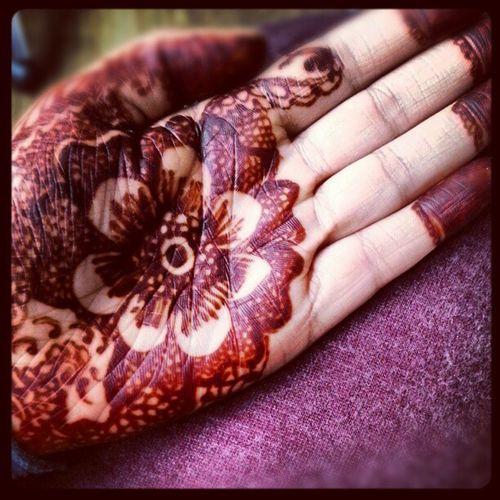 Genuinely just as dark as my trackies lol Mehndi Henna Hennapatterns Hands MehndiDesigns