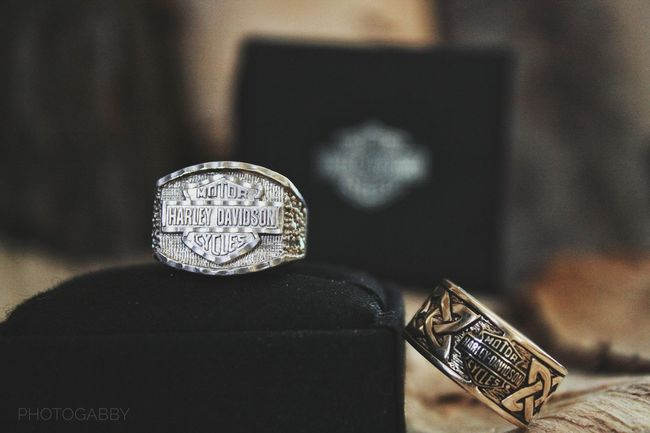 No People Textures And Surfaces Lifestyles Followme Seller And The Buyer Textured  Rings On Rings Rings 💍 Harley Davidson Harley4life Harleydavidson Bague Ring Ride Or Die Enjoying Life Photooftheday Eyemphotography Selling Photos EyeEmPaid Harley-Davidson
