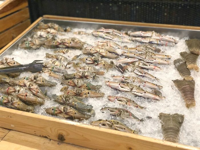 Many fresh crab and crayfish on ice ready for cook in wood tray at supermarket ready to be sell Ice Choose Cooking Cook  Crayfish Crab Fresh Sell Supermarket Seafood High Angle View Animal Food Freshness Fish Food And Drink For Sale Fishing Preparation  Still Life Container Indoors  Fishing Industry Retail  Market