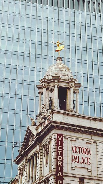 Golden Statue Old And New Architecture_collection Architecture London Westminster Theatre Roof Office Building Old Buildings Outdoor Photography Outdoors Golden Dancer Ballet Dancer
