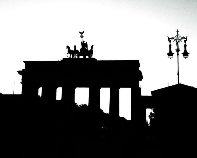 Berlin Brandenburger Tor Pariser Platz Schwarzweiß Blackandwhite Tadaa Community EyeEm Best Shots EyeEm Deutschland EyeEm Best Shots - Black + White Siluette