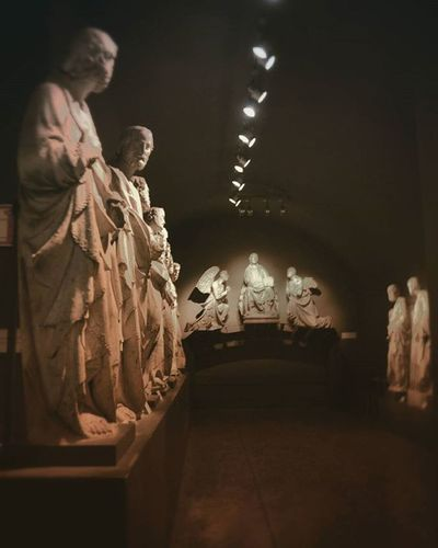 Siena - Museo dell'Opera del Duomo Nelle sale al piano terreno si trova esposta l'importante raccolta di statuaria senese trecentesca proveniente dalla facciata della cattedrale, il cui primo progetto si deve a Giovanni Pisano. Le straordinarie statue in marmo raffiguranti Sibille,ProfetieFilosofi dell'antichità, scolpite dal Pisano durante la sua carica di capomastro (1285-1297), vibrano del nuovo modo di scolpire dell'artista e si animano di un dinamismo e di un verismo gotico pervaso da impeti spirituali Siena Toscana Tuscany Art Arte Top_italia_photo Discovertuscany Igw_italia Visittuscany Beniculturali30 Ig_italy Foto_italiane Ig_toscana Ig_tuscany Igerstoscana Volgoarttoscana LOVES_TOSCANA Tuscanybuzz Volgotoscana Volgosiena Igersitalia AlzaLoSguardo Besttoscanapics Best_architecture_archive Visittuscany italy ig_italia