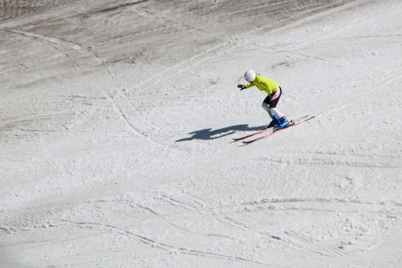 sport, one person, one man only, only men, speed, headwear, people, adult, helmet, skill, outdoors, adults only, young adult, full length, men, one young man only, athlete, adventure, day, snow, motion, snowboarding, sportsman, competition, nature