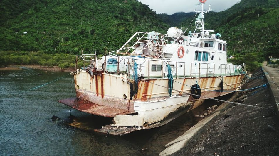 Philippines Philippines ❤️ Philippines Photos Philippines 2017 Philippinesphotography Nautical Vessel Outdoors No People Disposed No Use Government Property Wasted! Dumped Transportation Boats⛵️ Fast Craft