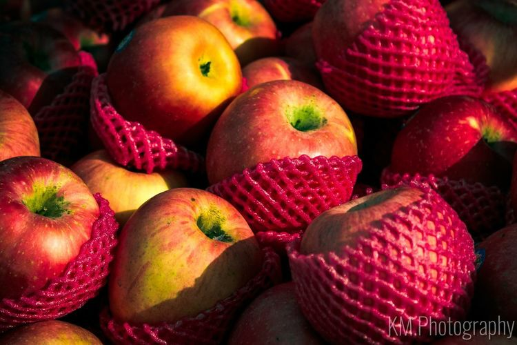 Fruit Red Healthy Eating Food Freshness No People Close-up Day Light And Shadow Outdoors Photograpghy  Market Apple - Fruit EF-S18-55mm F/3.5-5.6 IS Canon Eos 1000d 5.13.17