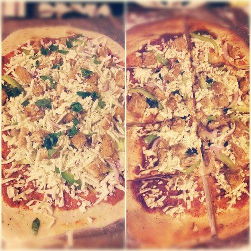 Homemade Paneer Tikkamasala Pizza for dinner Kate(@katswem) & Jeew style!