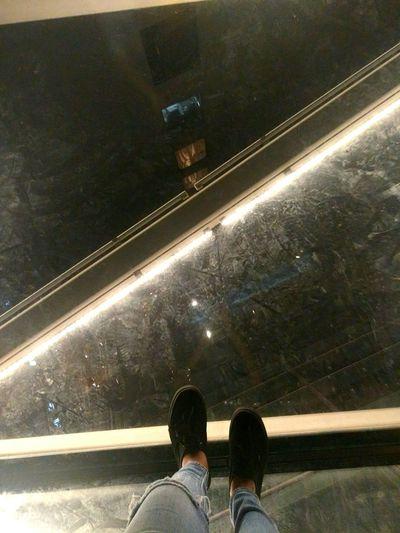 33rd floor 💡 Rooftop Glassbridge