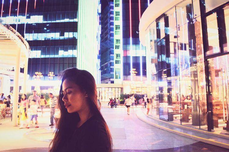 Reflection City City Life Adults Only Night Only Women Adult Beauty People Vacations Beautiful Woman One Person One Woman Only Illuminated Close-up Architecture Outdoors Technology Downtown District Sky Photography Photo Iamnikon Nikon D3300 Nikon