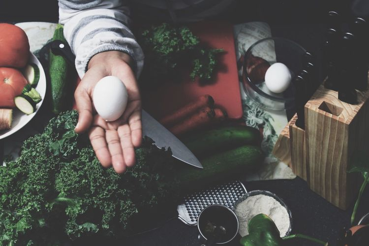 Close-up Cooking Cropped Day Egg Food Freshness Green Color Healthy Food Leisure Activity Lifestyles Part Of Personal Perspective Preparation  Preparation  Preparing Food Still Life Unrecognizable Person