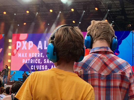 laut aber geil, hier gibt's was auf die Ohren ;) Waldbühne Music Peacefestival Concert Capture The Moment The Great Outdoors - 2016 EyeEm Awards The Following Children Photography Focus On Foreground Max Herre Taking Photos Festival Season Music Brings Us Together