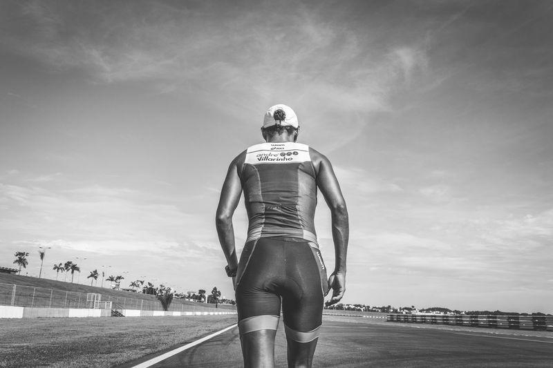 TRIATHLON Transition Triathlete Sports Photography Sports Running Runner Run Racetrack Outdoors Lifestyle Goiânia Eyembrasil Brazil Blackandwhite Welcome To Black Break The Mold A New Beginning