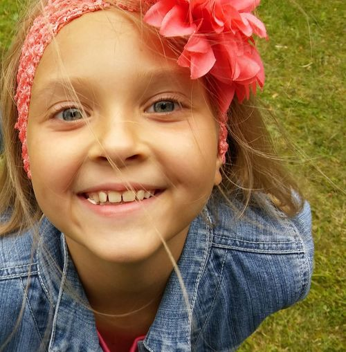 Close-up portrait of smiling girl outdoors