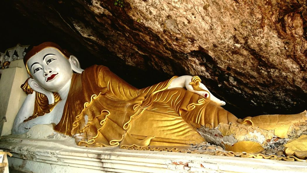 This Buddha is enjoying his stay. Buddha Reclining Buddha Exploring Caves Temple In A Cave Silvia In Myanmar We Live To Explore Discovering Places Discoverying Cultures Discovering Myanmar Hpa An