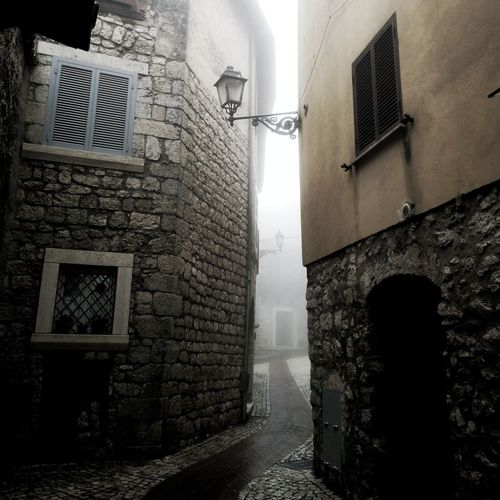 Atreet Fog Italy Narrow Lamp Post Town Village TOWNSCAPE Rooftop Wall Lamp Pathway Walkway Foggy Cobblestone Weather