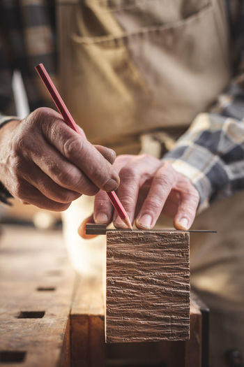 Craftsman marking a piece of wood with a pencil Detail Close-up Craftsmanship  Carpentry Marking Pencil Finger Craftsperson Workshop Craft Art And Craft Men Wood - Material Working Occupation Work Tool Real People Hand Human Hand