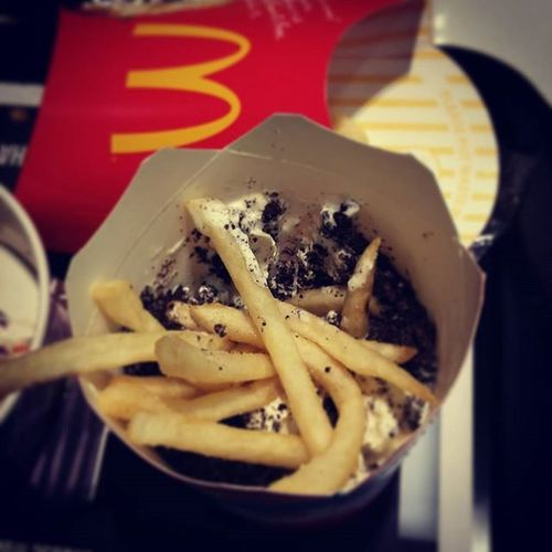 Fries and soft serve ice cream, l'm in heaven. A very odd combination but it's finger licking good! Have a go at it!Maccas Mcdonalds Perth Friesnicecream
