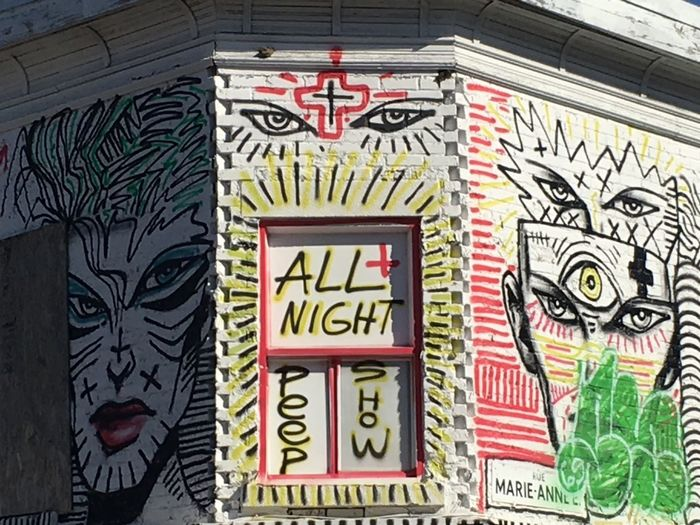 https://fr.m.wikipedia.org/wiki/Zilon Plateau-Mont-Royal Montréal Street Art Zilon All Night Peep Show Squat Immeuble Abandonné Abandonned Building MTL