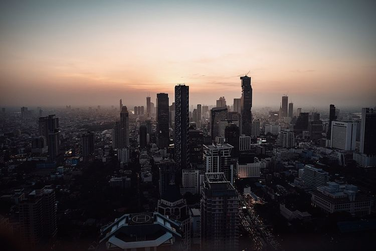 Bangkok | Instagram : erik_degen Picoftheday EyeEm Best Shots EyeEm EyeEmNewHere 0711 Photography Photography Travel Sigma Canon Erikdegen Sky Architecture Building Exterior Built Structure Sunset City Cityscape Building Skyscraper Urban Skyline Tower Outdoors Orange Color Landscape Silhouette Nature Office Building Exterior No People