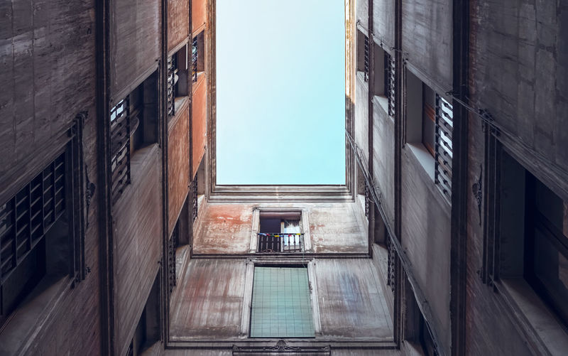 Residential architecture. Directly below. Architecture Directly Below Worm's Eye View Building Exterior Built Structure Window Geometrical Wall - Building Feature Narrow Apartment Wall Clear Sky No People Day Low Angle View Old Residential District Building Sky Outdoors Glass - Material Alley
