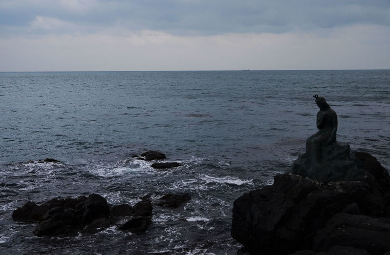 Beach Cloudy Gloomy Horizon Over Water Korean Mermaid Mermaid Nature No People Outdoors Rock - Object Scenics Sculpture Sea Sea And Sky Statue Tranquility Water