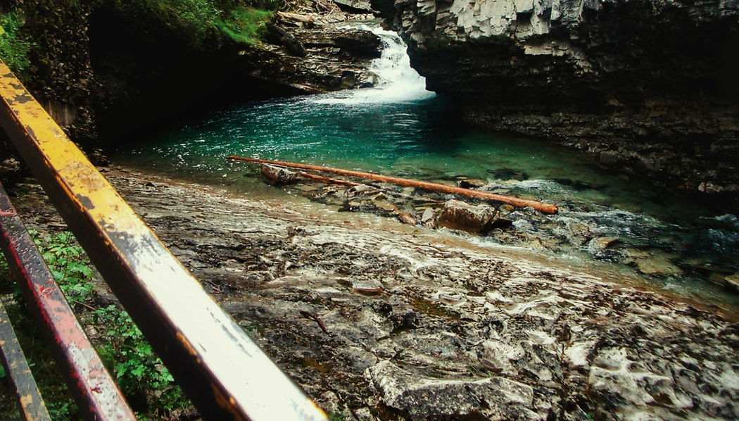 Ok, Im getting into Hidden Gem mode...apologies for all the upcoming posts lol :D Flowing Water Geology Hidden Gems  Idyllic Johnston Canyon Log Mountain Addict Mountains Nature Outdoors Railings Rock Formation Tranquility Water Waterfall
