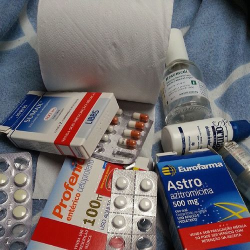 Se por qualquer coisa eu tomo remédios, imagina doente haha Remedios Muitodoente Minhagargantavaiexplodir Poucohipocondríaco @josijoseph me cuidando