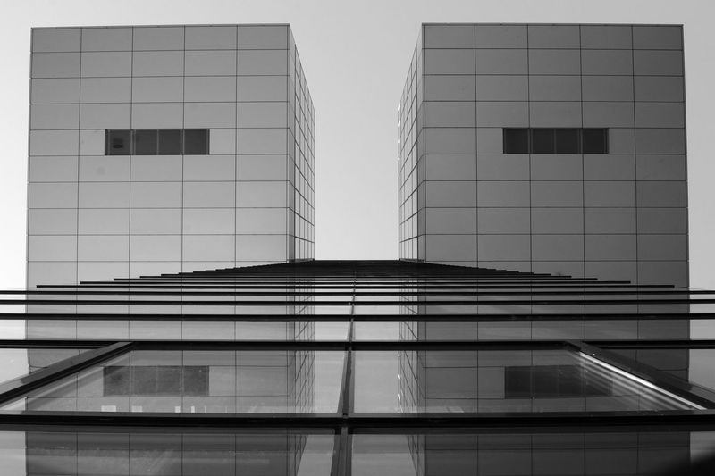 I'm really on an architecture-trip tight now... Shooting the pic I didn't recognized how irritating this could be concerning the directions/perspective (where is the bottom etc). Architecture Architecture Architecture_bw B&w Photography Black & White Black And White Blackandwhite Blackandwhite Photography Building Building Exterior Built Structure Cologne Directly Below Geometry Glass - Material Kranhäuser Modern No People Rheinauhafen Structure Symmetry Urban Vertical Symmetry View From Below