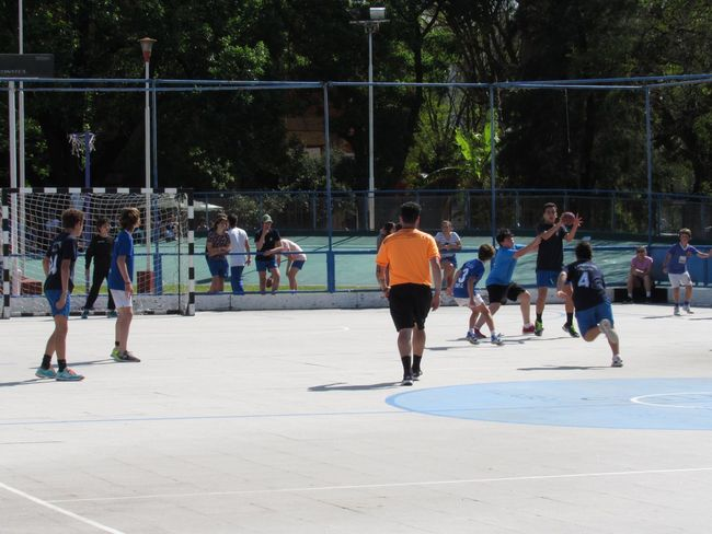 DEFENSE Handball Match Brave Player Defending Sport Group Of People Crowd Large Group Of People Real People Competition Competitive Sport Playing Men Tree Day Enjoyment Leisure Activity Lifestyles Outdoors Nature Park Motion Fun Match - Sport