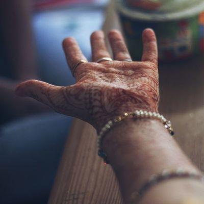 Menschen die man einfach zu lange nicht gesehen hat. India Henna Tattoo Mehrtee