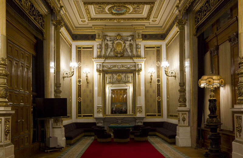 Vienna Opera House interiors Classic Historical Building Interiors Opéra Room Theater Vienna Architectural Column Architecture Built Structure Classical Historic History Indoors  No People Opera House Operahouse Royal Staatsoper Theatre Wien Wiener