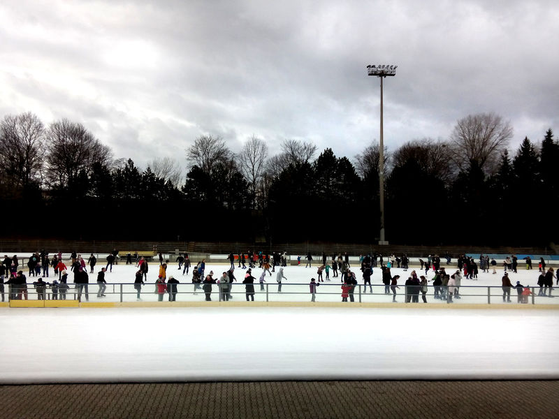 skating rink Large Group Of People Leisure Activity Outdoors Real People Schlittschuhbahn Schlittschuhlaufen Skating Skating Rink Skating ✌ Winter