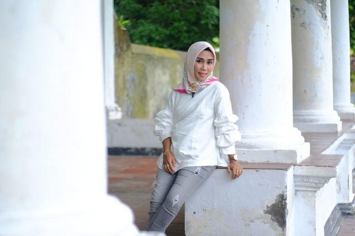 a hijab women Bandaneira Bandaneiraislands Bandanaira EyeEm Selects Young Women Women Portrait Architectural Column Standing Building