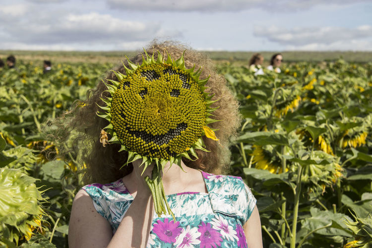 Sunflower Adult Adults Only Close-up Day Emoji Field Flower Focus On Foreground Freshness Growth Headshot Nature One Person Outdoors People Plant Real People Rural Scene Sky Smiling Sunlight Women Young Adult