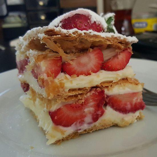 Benimkadrajim çilekli Pasta çoktatlı😊 ÇokGüzelGörünüyor Vuhuuuu Sugar