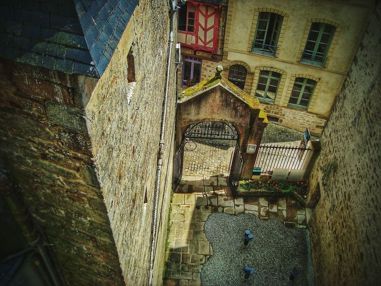 View from the castle tower Architecture Battlement No People Castle View  Castle Walls Historic History History Through The Lens  Historic Landscapes Eye4photography  Eyeem Streetphotography Courtyard