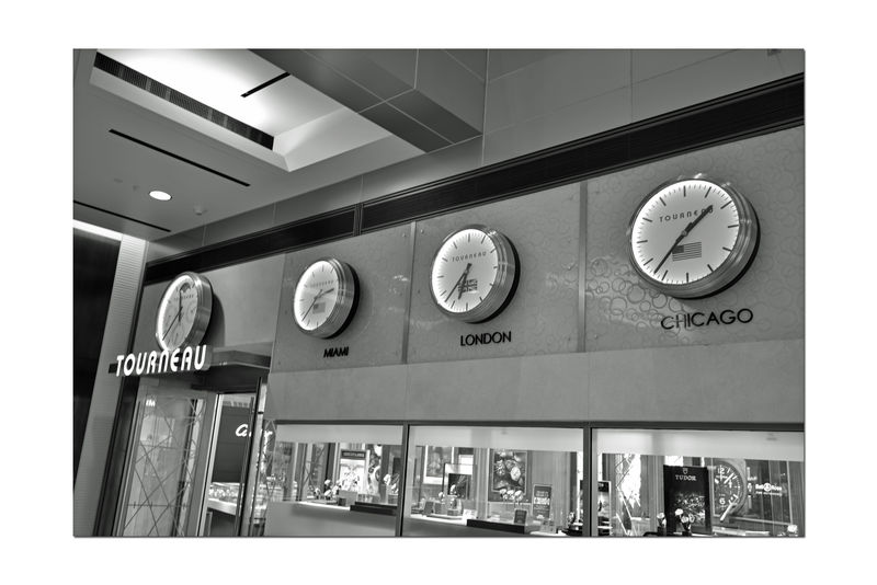 The Westfield San Francisco Centre 12 The Architect - 2016 EyeEm Awards Upscale Urban Shopping Mall 1991 Clocks World Time Jewelry Store Display Black & White Black And White Black And White Collection  Mall Interior Black And White Photography Monochrome Urban Photography 180 + Stores 500,000 Square Ft. Owned By The Westfield Group Forest City Enterprises