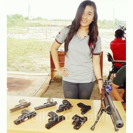 Oldphoto Latepost Airgun AiRSOFTGUN … … me and jejeran unit airgun dan airsoftgun milik anak-anak CBSC atau Central Borneo Shooting Club ~ … seruuuu banget deh pokoknya kalo dah kumpul, hehehehe … … molome
