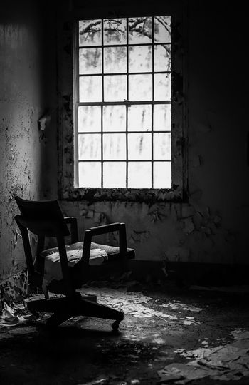 Abandoned Window Seat Abandoned Indoors  Day Chair Architecture No People Damaged Deterioration Sunlight House Old Run-down