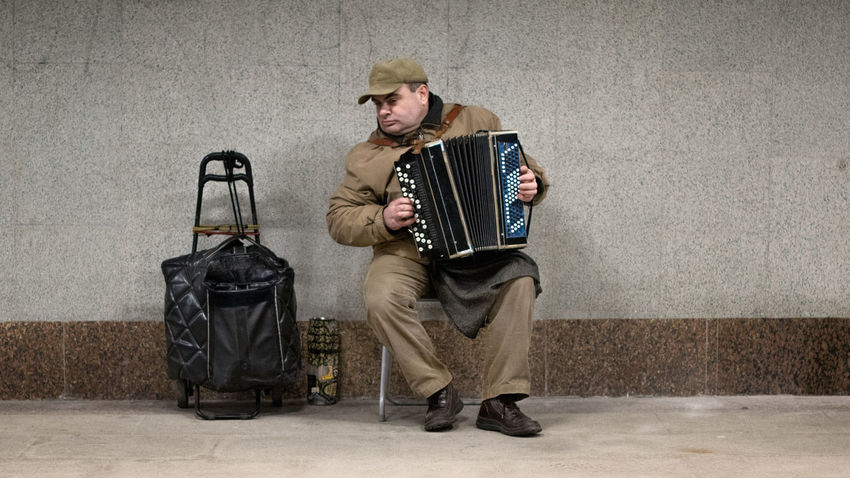 Adult Adults Only Electric Guitar Full Length Gramophone Music Musician Old-fashioned One Man Only One Person Only Men People Studio Shot Suitcase Resist Live For The Story The Street Photographer - 2017 EyeEm Awards