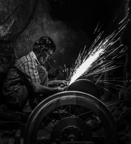 when someone do some miracle HUAWEI Photo Award: After Dark Manual Worker Occupation Working Men Metal Industry Steel Worker Welding Repair Shop Auto Mechanic Gramophone Molten Humanity Meets Technology