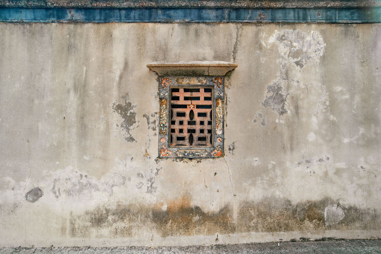 Traditional chinese style window means a couple of joy