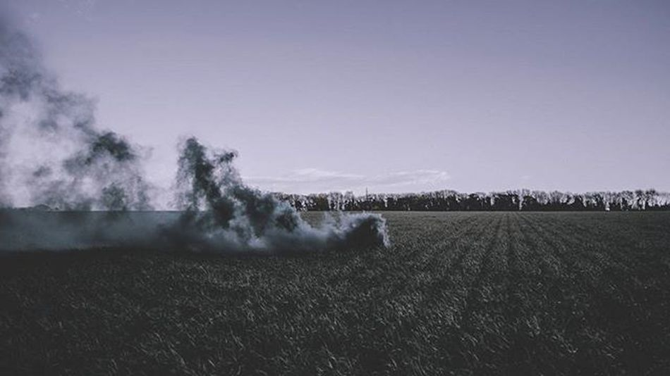 Another addition to the smoke photography collection. Those tones tho! ------------- Cinematic Travel Seemore Tumblrstyle Photographyislife Photography Picoftheday Amazing Instagood Filter Tungst Beautiful Love Enolagaye Smokebomb Smoke Smokephotography Dramatic Orangesmoke Greensmoke Fields Delight  Unusual Iheart Beastmode sos wicked farm