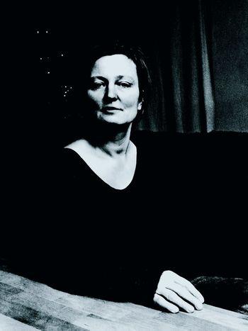 Frau in Schwarz First Eyeem Photo