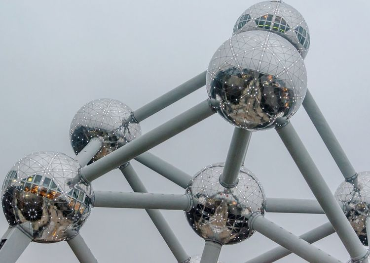 Silver - Metal Shiny Close-up No People Brussel / Bruxelles / Brussels Brussels❤️ Brussels Belgique Belgium Lights Atomium.Belgique. Atomium Architecture Lighting Tube Awesome Industry Brussel Low Angle View Shiny