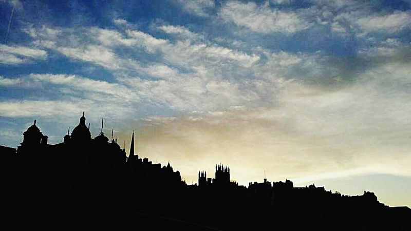 this photo was taken on top of an open roof top double decker bus 😊Edinburgh Sunset Skyline Beautiful City Old Buildings Beautiful Day City Life Cityscapes Learn & Shoot: Balancing Elements