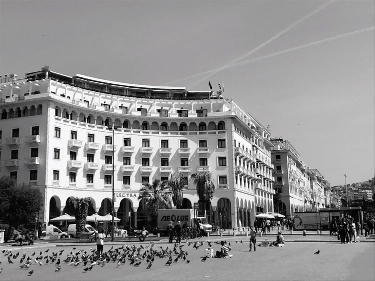 Aristotelous Square Thessaloniki Beautiful Architecture Building Exterior Built Structure Large Group Of People Real People Sky Façade Outdoors Travel Destinations Day Women City Men Crowd People (null) Blackandwhite Greece The Great Outdoors - 2017 EyeEm Awards